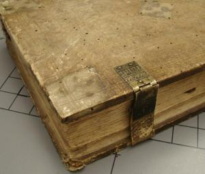 Here you see the book Auctor operum sequentium complete with its clasps.