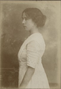Photograph of Mollie Gill, 1911