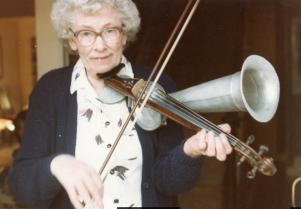 julia clifford with stroh violin