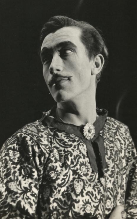 Actor in costume as Edmund.